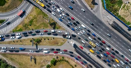 Gerenciamento tecnológico melhora trânsito em cidades inteligentes.jpg